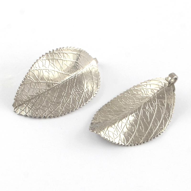 PandaHall_304_Stainless_Steel_Leaf_Pendants_Stainless_Steel_Color_42x25x1mm_Hole_3mm_Stainless_Steel_Leaf