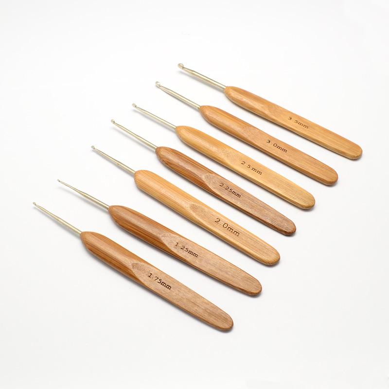 PandaHall Bamboo Handle Iron Crochet Hooks Needles, Mixed Size, Peru, 133~136x13x7mm; pin: 0.5~3.5mm Iron Brown